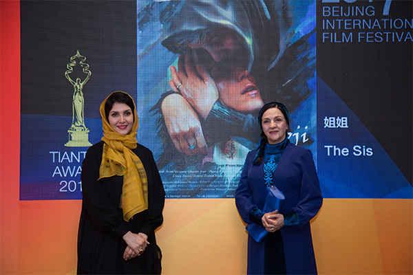 جایزه بهترین بازیگرن زن جشنواره فیلم پکن برای گلاب آدینه