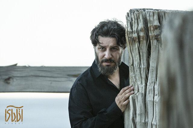 جواد عزتی در فیلم آتابای